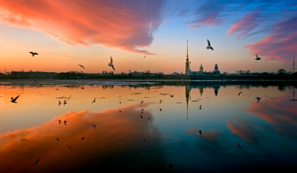neva-river-opposite-the-peter-and-paul-fortress-at-sunrise-in-st-petersburg