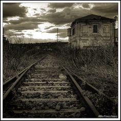 9f010263688c2bc786ba57174ab05fc7--haunting-photos-railroad-tracks